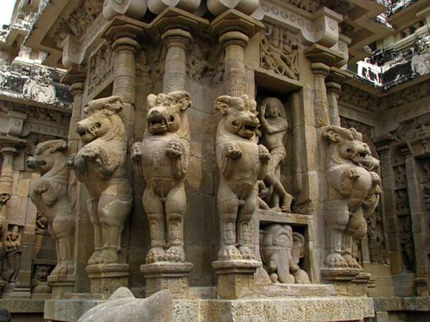 Typical design of pillar at the Kanchi Kailasanathar Temple with multi-directional mythical lions.