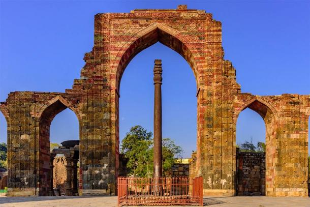 Iron pillar, famous for rust-resistant composition of the metals used in its construction at Qutb complex at Delhi, India (anjali04 / Adobe Stock)