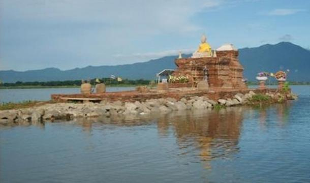 The platform above Wat Tilok Aram