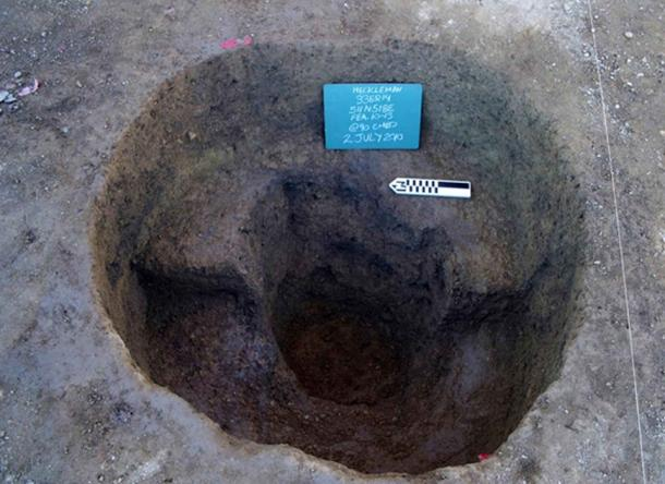 A post pit at the Heckelman site, showing a large post mold at the base of the basin.