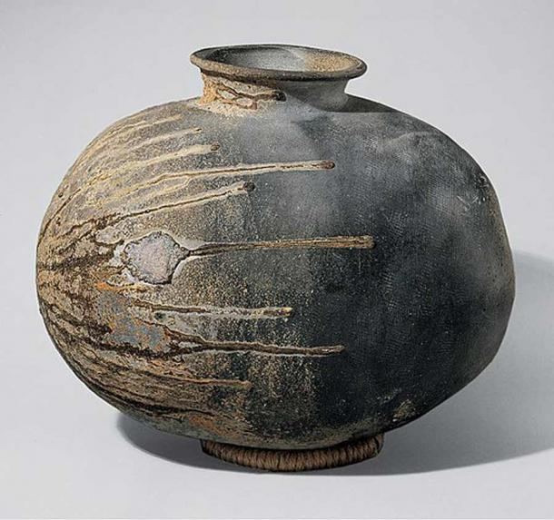 A notable contribution to pottery during the Kofun period was Sueki (or Sue) ware, first produced in the mid-fifth century. Although the roots of Sueki reach back to ancient China, its direct precursor is the grayware of the Three Kingdoms period in Korea. Technically more advanced than Jomon and Yayoi pottery, Sueki marks a turning point in the history of Japanese ceramics. This image shows a piece of Kofun Japanese stoneware, a recumbent bottle, from the late 6th century. (Metropolitan Museum of Art / CC0)