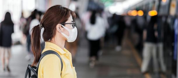 Young woman wearing protection mask against Novel coronavirus. (Jo Panuwat D / Adobe stock)