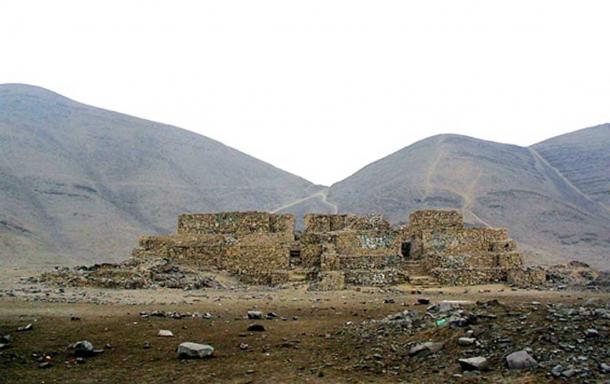 One of the pyramids of the El Paraíso or Chuquitanta complex.