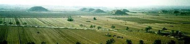 pyramids trapezoidal burial mounds - En busca de la legendaria 1.000 pies Pirámide Blanca de Xian