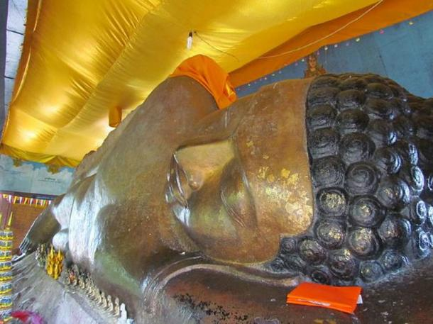 The reclining Buddha of Preah Ang Thom pagoda.