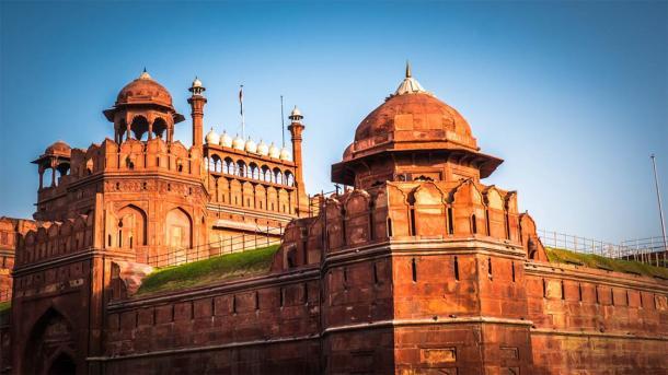 Red Fort in Old Delhi India (Vivvi Smak / Adobe Stock)