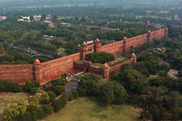 Red fort wall in New Delhi, India, aerial drone view (Roman / Adobe Stock)