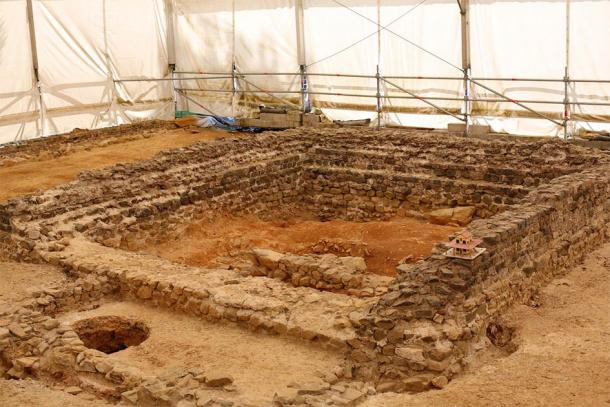 The remains of the temple at Tintignac (Pymouss / CC BY-SA 3.0)