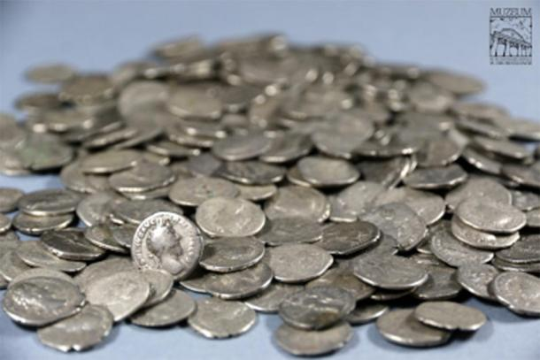 The Roman denarii coins found in the Lublin region are one of the largest treasure trove finds in Poland ever. (Stanisław Staszic / Muzeum Hrubieszow)