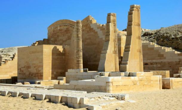 ruins at the temple at Saqqara - La magnifica pirámide escalonada de Zoser en Saqqara