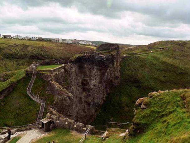 The ruins of the upper mainland courtyards of Tintagel Castle, Cornwall.
