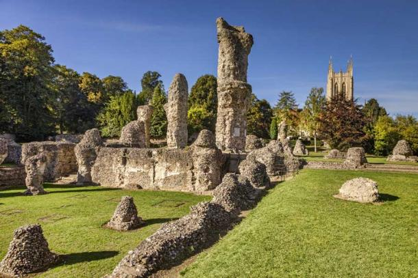 The ruins of the Abbey today (Colin & Linda McKie / Adobe Stock)