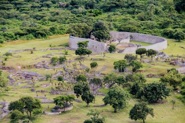 Great Zimbabwe ruins, Zimbabwe (evenfh / Adobe Stock)