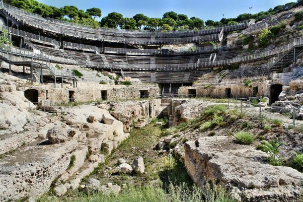 The ruins and ancient corridors of the amphitheater (murasal / Adobe Stock)