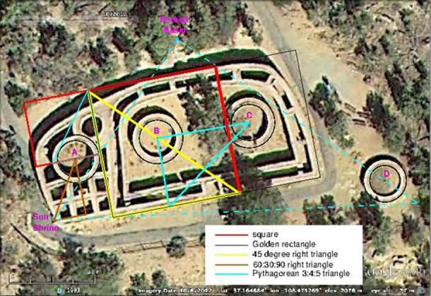 A satellite photo of the Sun Temple archaeological site in Mesa Verde National Park in Colorado, USA with illustrations demonstrating its geometrical properties.
