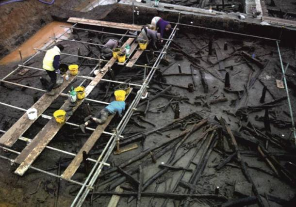 Excavation methodology—scaffold platform above structure 1