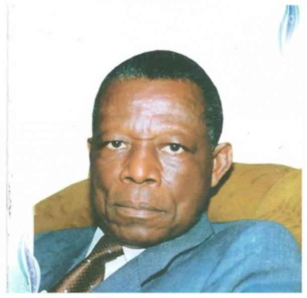 The sculptor, Gédéon Mpando, 1932 – 2013 (Osidimbea)