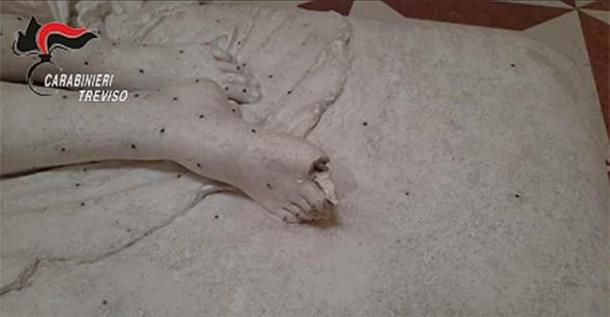 Image of the damaged Italian sculpture model from the Carabinieri police. (Carabinieri Treviso)