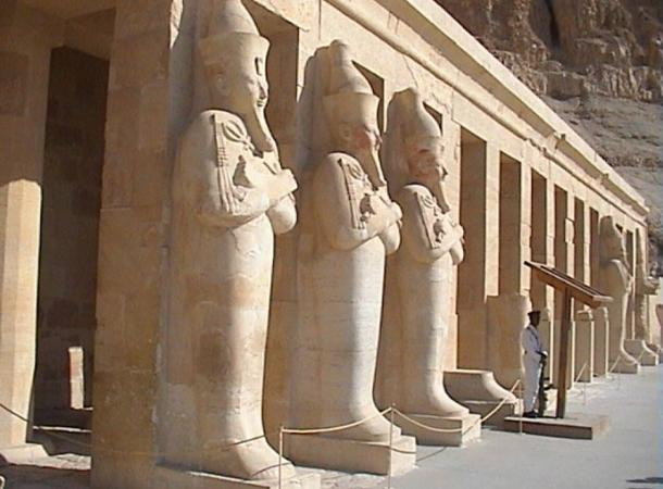 The second terrace facade of the Hatshepsut temple, decorated with Osirian colossi with the effigy of the queen.
