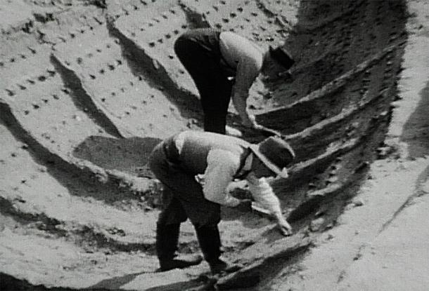 1939 excavation of burial ship, which the Sutton Hoo movie is based on. (Harold John Phillips / Public domain)