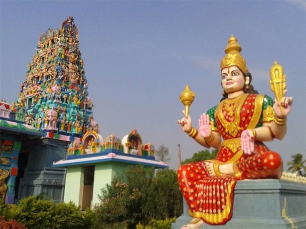 Lord Shiva Temple Gopuram at Kanipakam, Chittor District, Andhra Pradesh (Adityamadhav83 / CC BY-SA 3.0)