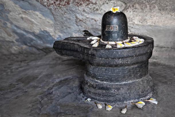 Example of a Shiva lingam (saiko3p / Adobe Stock)