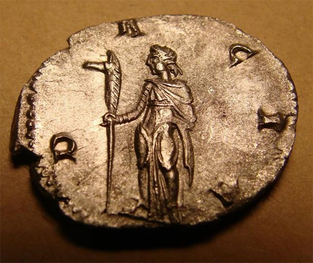 Dacian silver coin - Dacian standing with draco in right hand. (Rc 13 / CC BY-SA 3.0)