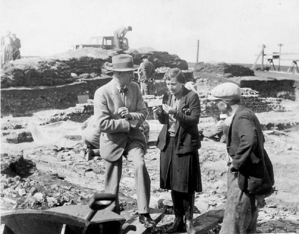 Sir Mortimer Wheeler (left) at the excavation site at Maiden Castle with his wife (center) in the 1930s. (Society of Antiquaries held at Historic England Archive)