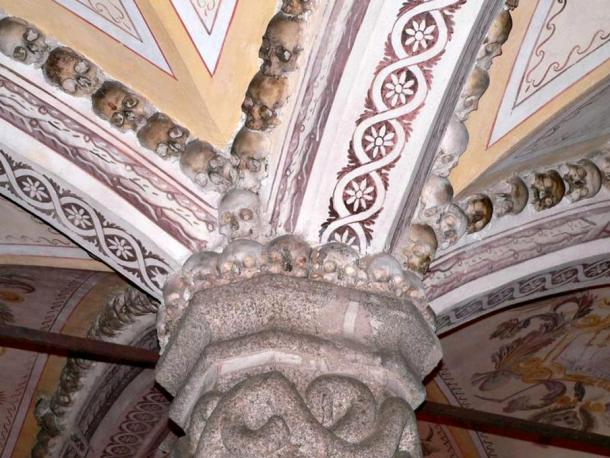 Detail of human skulls that decorate the capitals and vaults of the chapel.