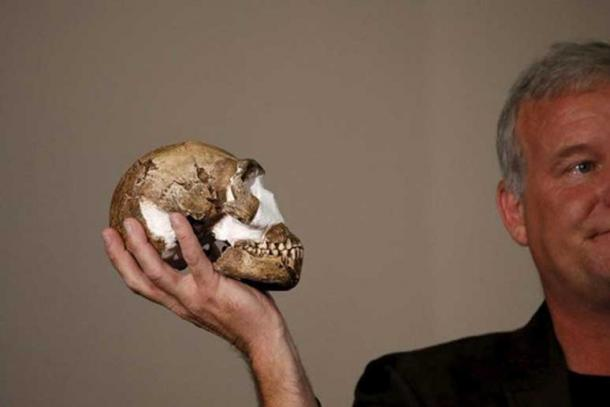 Lee Berger with a replica of the skull of Homo naledi.
