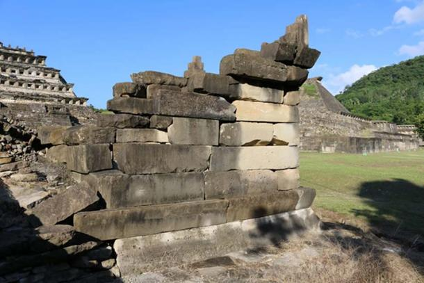 A small temple built with large megalithic stones stands at one end of the Northern Ballcourt. The loose joints and wedges inserted between the stones show that these are probably of secondary use. (Photo © Marco Vigato)