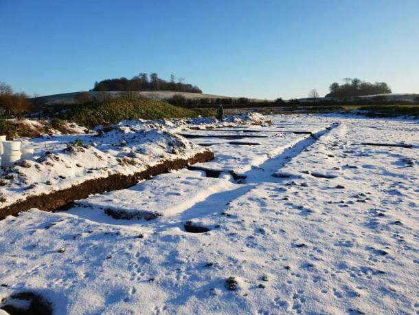 In recent snowfall, the archaeologists are able to clearly see the outline of the Roman villa's footprint which was discovered along with the Iron Age settlement. (DigVentures)