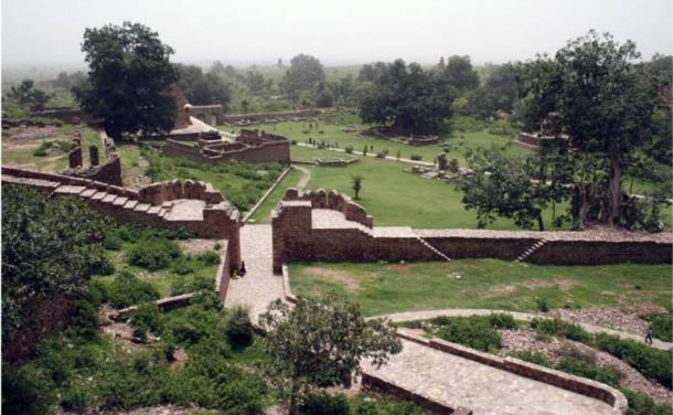 The sprawling grounds of Bhangarh Fort