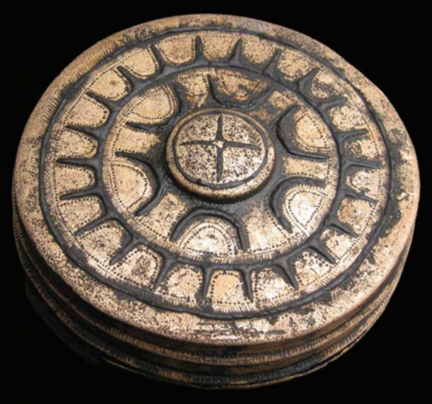 Star-ornamented belt box of type Dabel (diameter: 0.115m). Credit: Antiquity Publications Ltd. / Uhlig et al., (2019), photograph by J. Krüger.