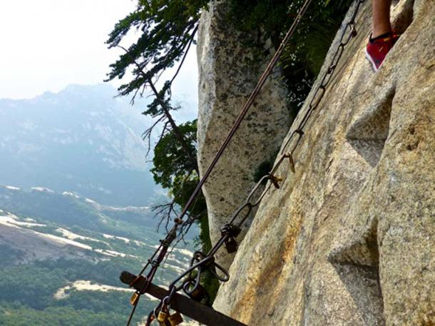 A steep path on the Huashan trail.