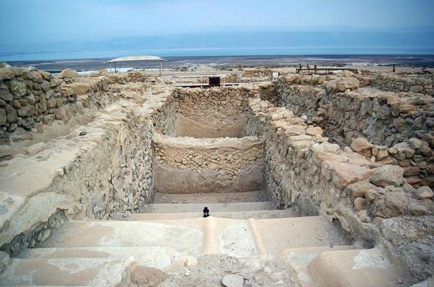 A stepped cistern at Qumran