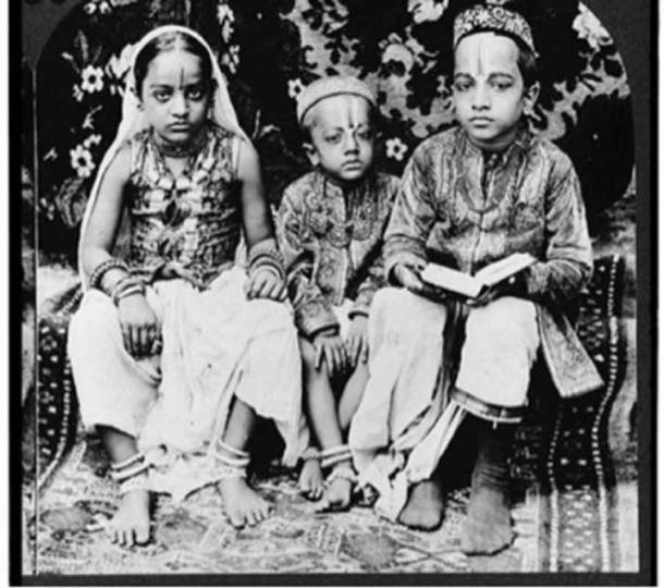 A 1922 stereograph of Hindu children of high caste, Bombay, India. (Public Domain)