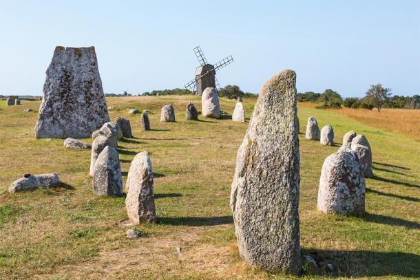 The stone ships of Gettlinge Gravfeld (Lars Johansson / Adobe Stock)