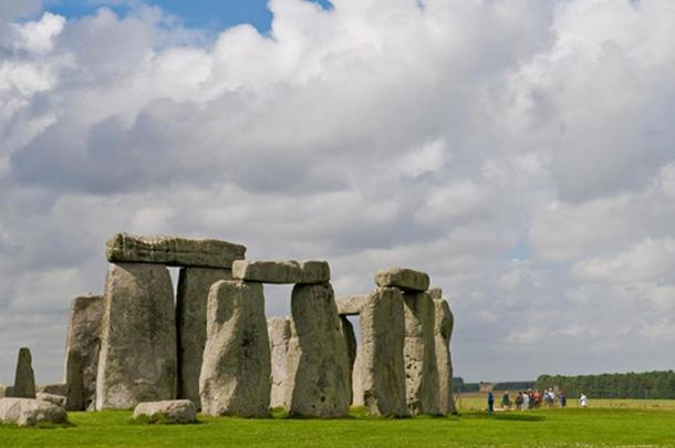 Stonehenge is situated among a number of nearby prehistoric monuments, including the newly discovered Bluestonehenge, a smaller circle that was 500 meters away at the end of a road leading to the River Avon