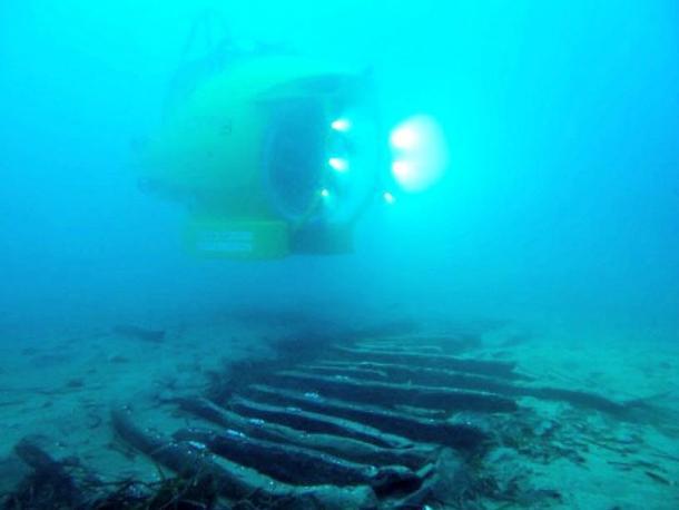 The submarine Ictineu 3 along with the remains of Cala Cativa I.