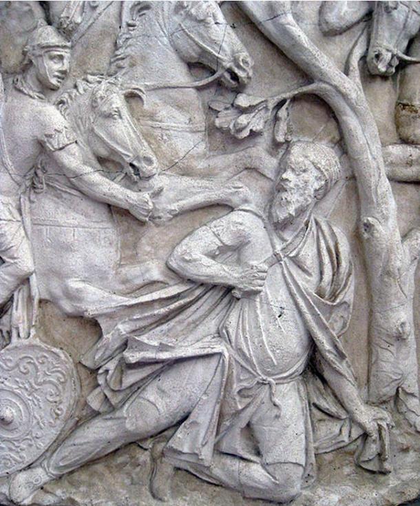 El suicidio del Dacian Rey Decebal en la Columna de Trajano
