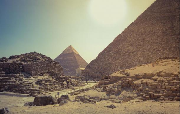 Sun pyramid of Khufu and Khafra. (Image: octofocus / Adobe Stock)