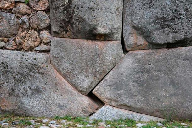 In the Sacsayhuamán Archaeological Park, there is also a separation between rocks produced by an earthquake of 1450. (Andina)