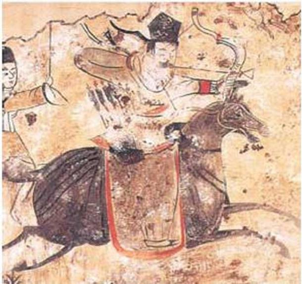 From the Xianbei Tomb Paintings (of Former Yan) excavated in 1982 at the Zhao-yang 袁台子朝陽 area, across the Daling River, Liao-xi. Painting of Murong Xianbei archer. (Public Domain)