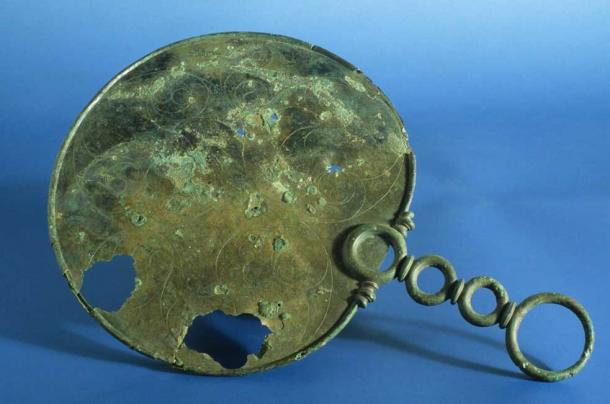 The Portesham Mirror. (Wessex Archaeology/CC BY SA 2.0)