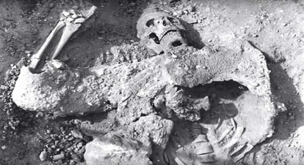 The remains discovered at Lovelock Cave have disappeared. (The Giants Of The Lovelock Cave / YouTube)