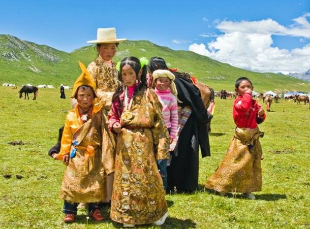 Tibetan peoples of the Tibetan Plateau gained the EPAS1 high altitude gene from the Denisovans. (Antoinetav / CC BY-SA 3.0)