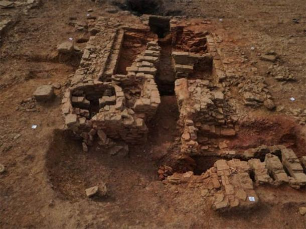 The larger tile kiln fully excavated. (Oxford Archaeology East)