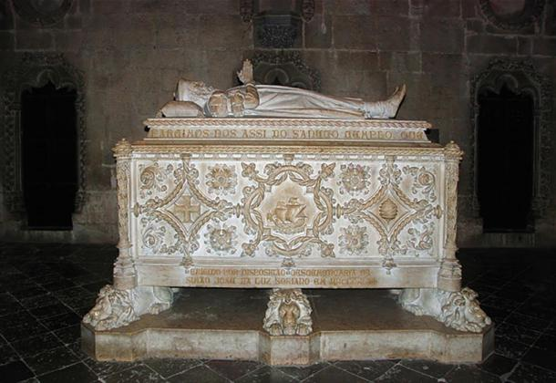 The tomb of Vasco da Gama in Jerónimos Monastery, Lisbon, Portugal.