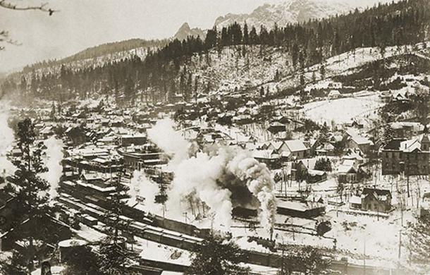 """View of the town of Dunsmuir with Castle Crags in the distance (c. 1880-1940's)"""